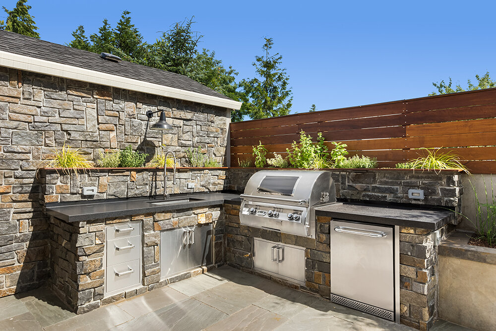 Outdoor kitchen and BBQ island contractor